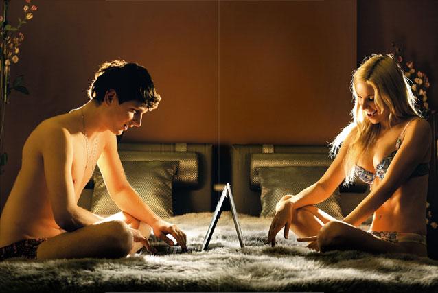 пара с ноутбуками
