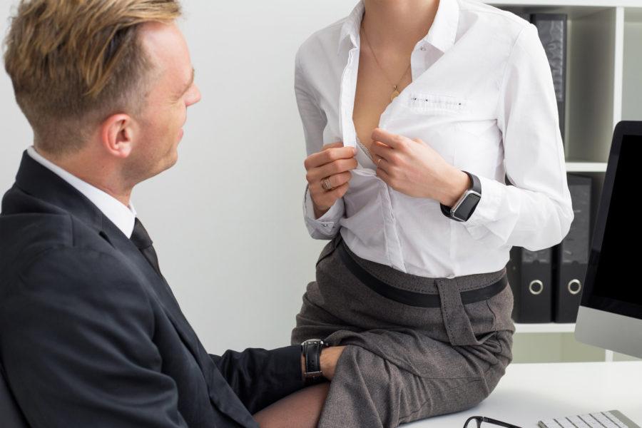 Секс с несвободным коллегой