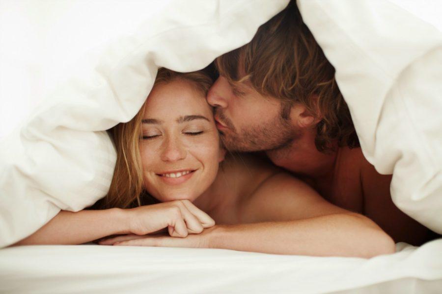 Приставать к девушке во время сна