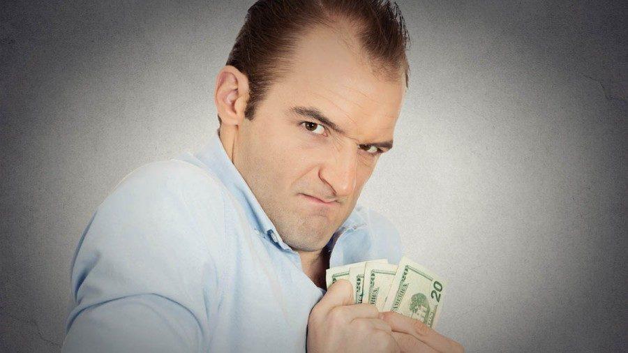 Парень не дает денег