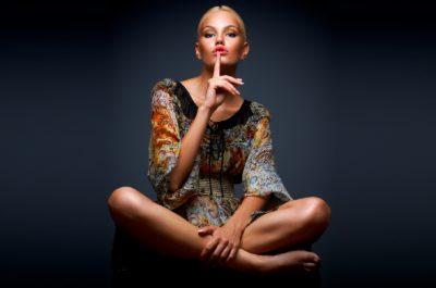Она разговаривает всем телом: как услышать голос жестов женщины