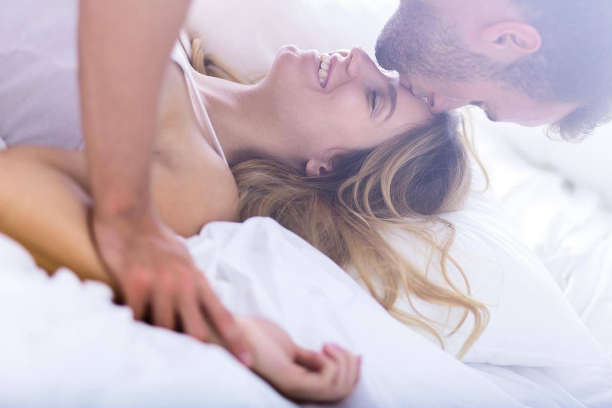 samiy-yarkiy-seks-u-zhenshin-otsasivaet-video-chastnoe