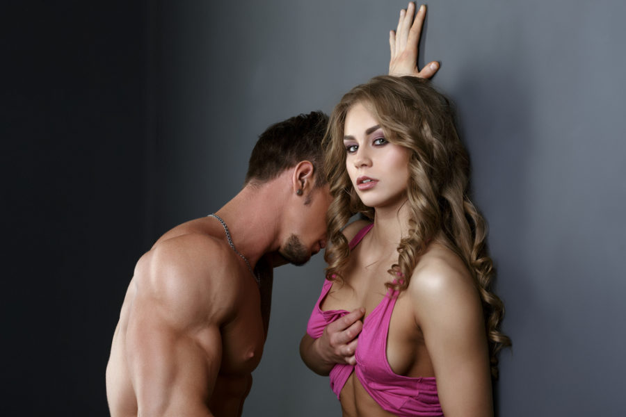 мужчина намекает что хочет секса