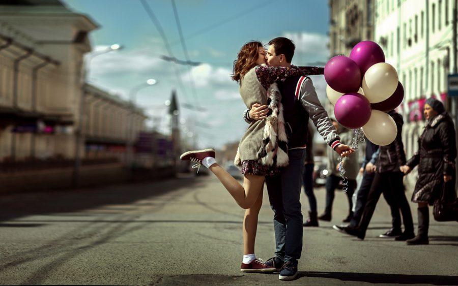 для чего люди целуются на улице