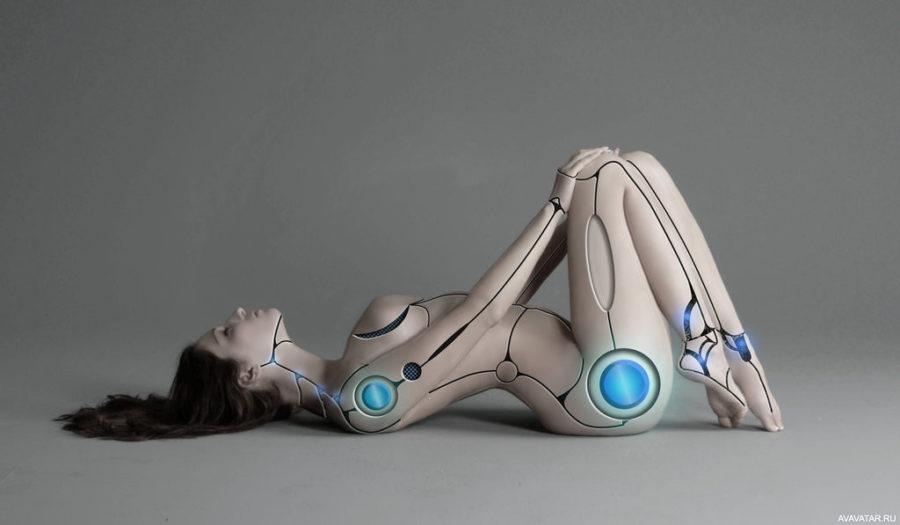 девушка робот лежит