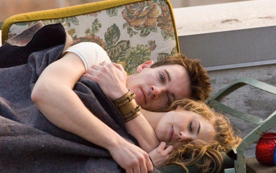 как обнять женщину с намеком
