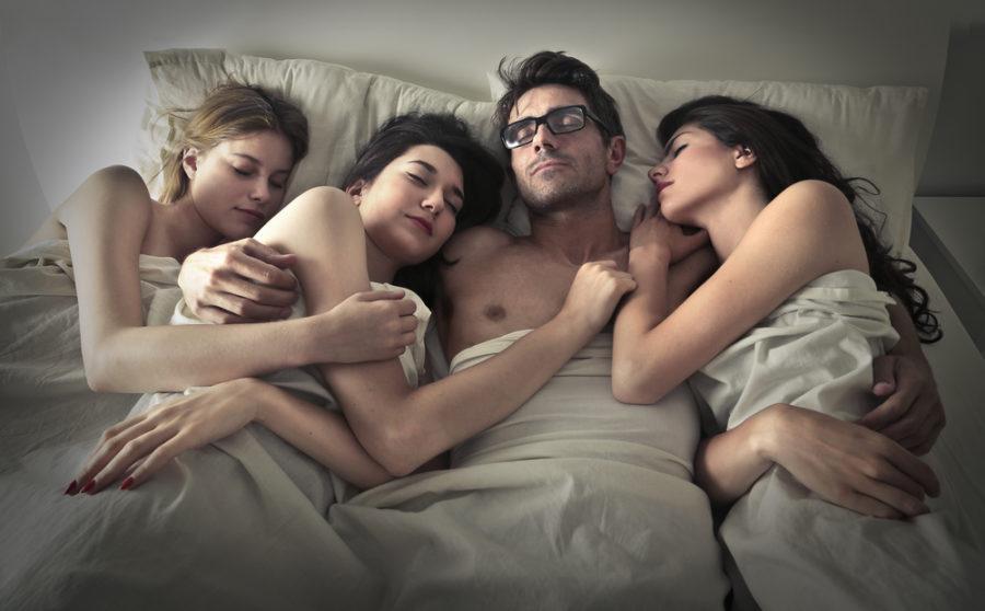от чего нас тянет в полигамию