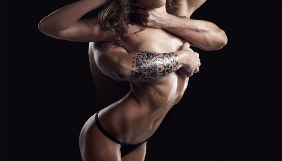 ласкать грудь девушке