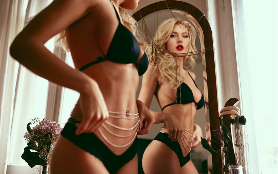 секс у зеркала
