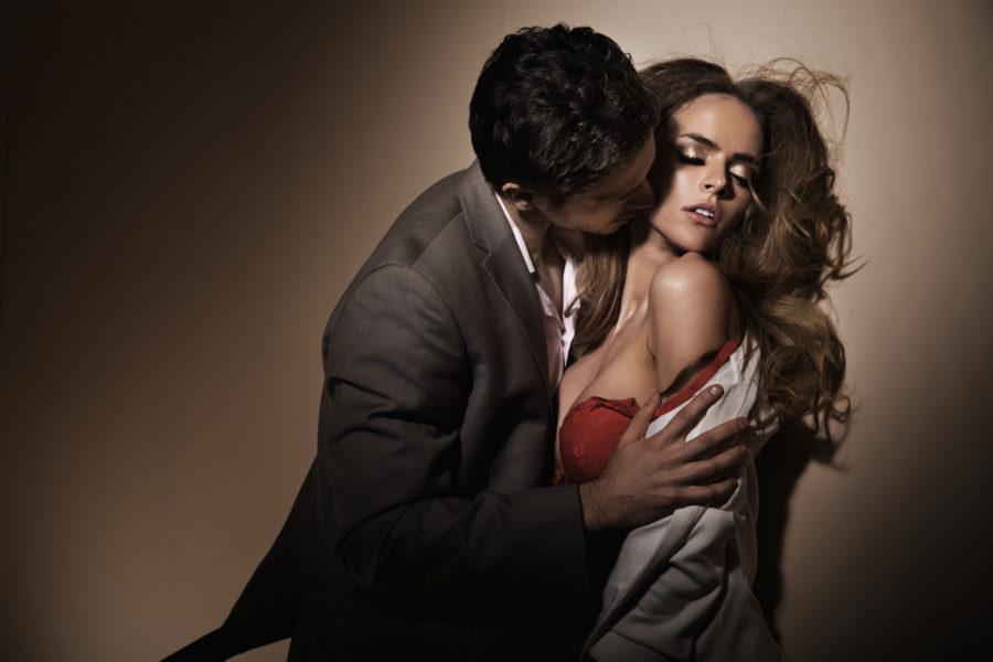 от чего женщины заводят любовников