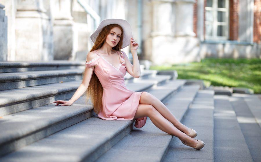 девушка в платье для первого свидания