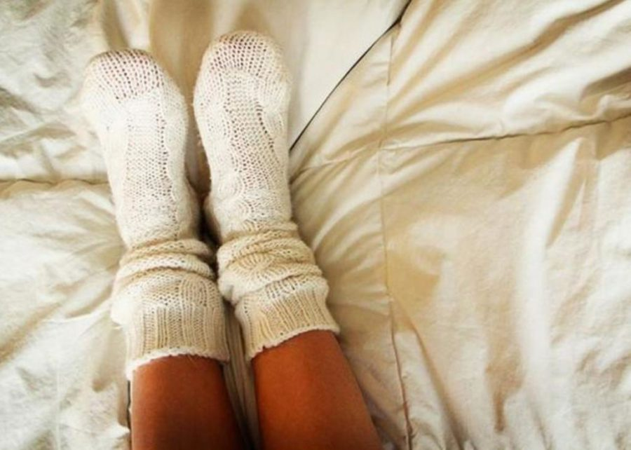 девушка в носках