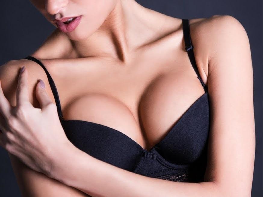Как увеличить грудь с помощью трав