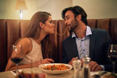 10 неуместных вопросов, которые провалят любое свидание