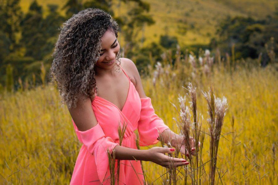 африканка в поле
