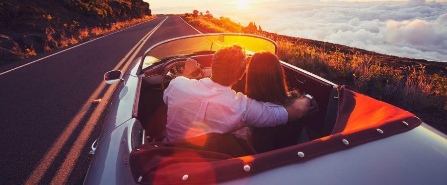 мужчина и девушка в машине