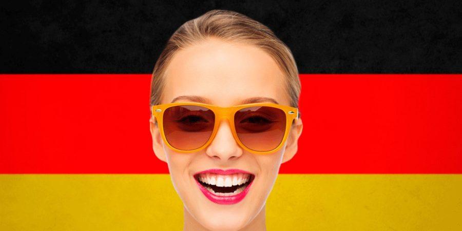 немка улыбается