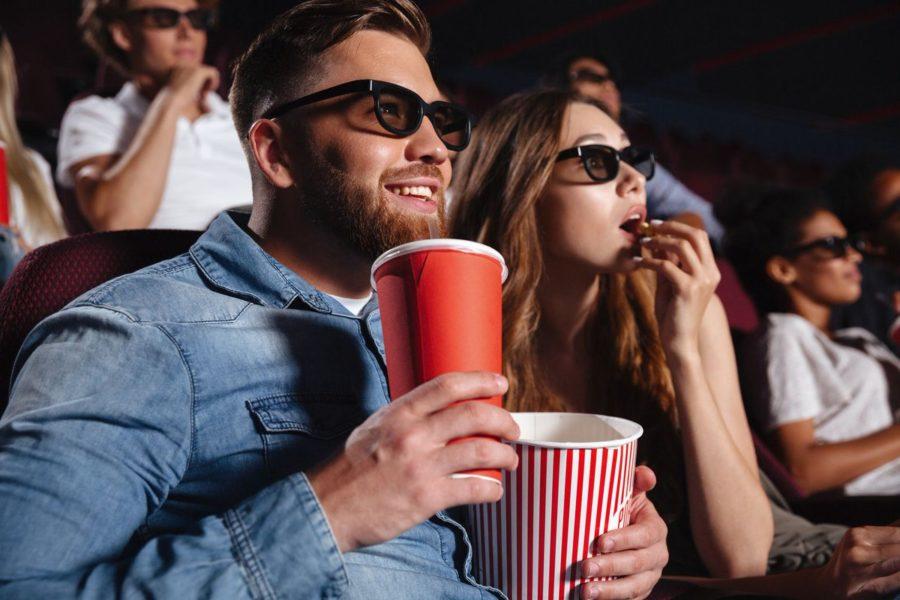 Парень и девушка в кино