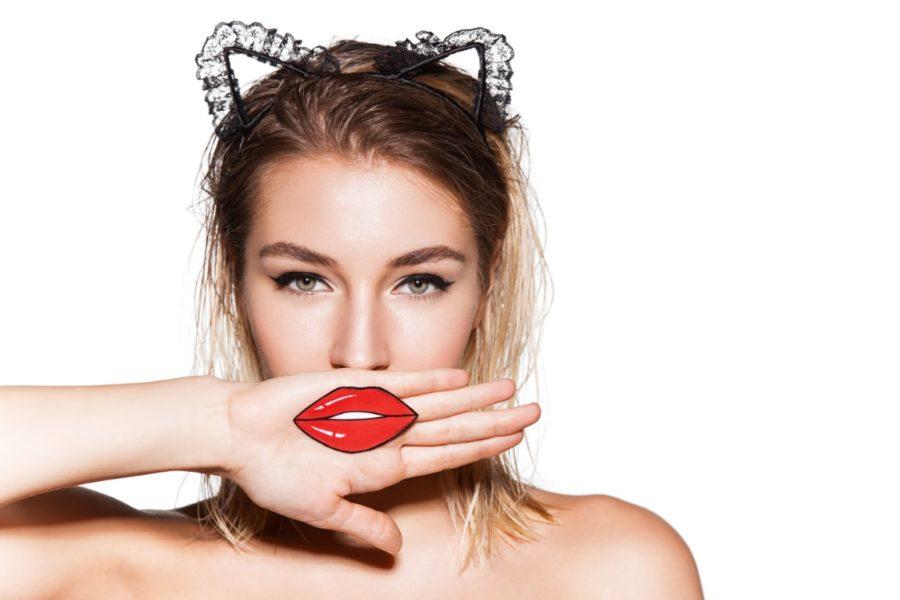 девушка с кошачьими ушками