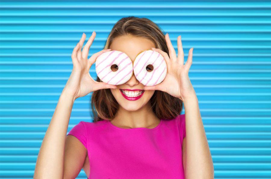 девушка с пончиками