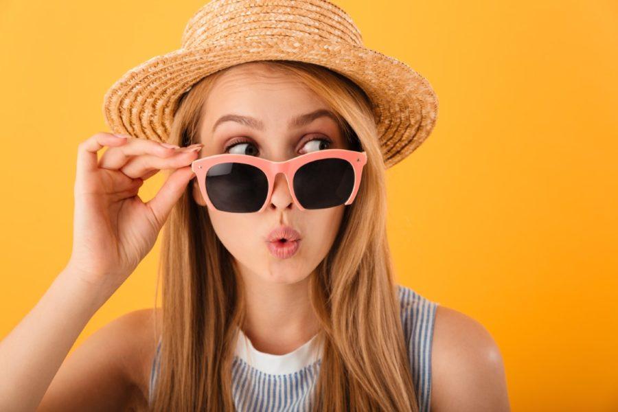 девушка в солнечных очках