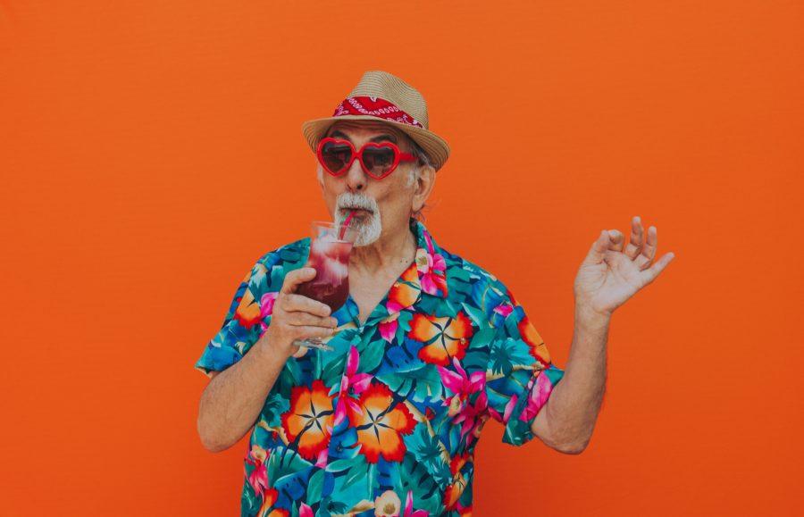 дедушка на оранжевом фоне