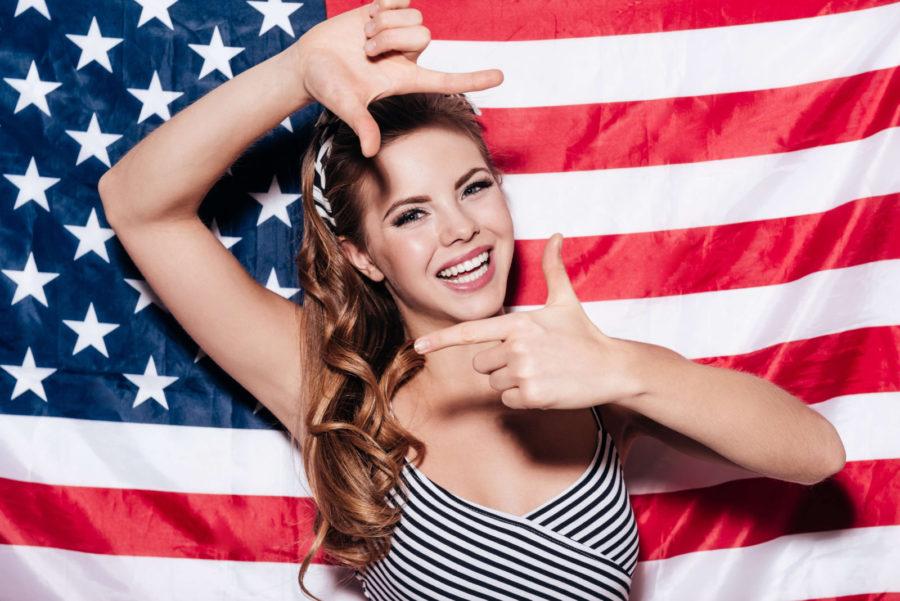 американка улыбается