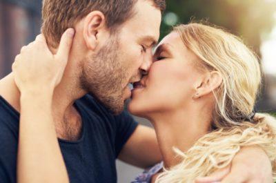 Считается ли поцелуй изменой? Что думает опрошенная молодежь?