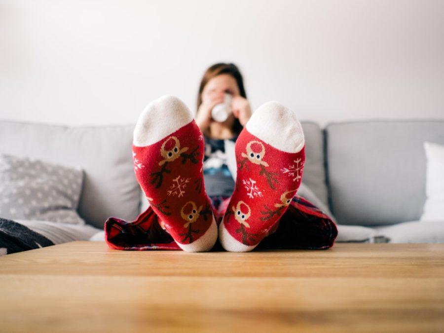девушка в рождественских носках