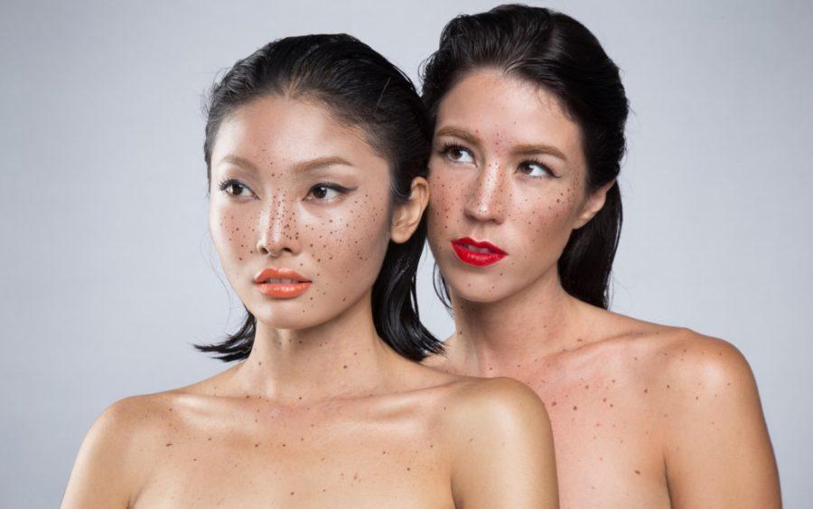 две девушки азиатки