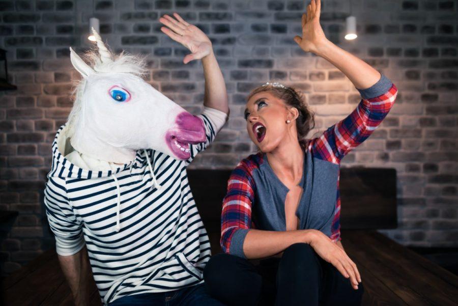 девушка и парень с головой лошади