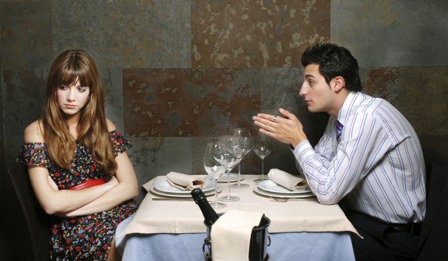 мужчина и девушка в ресторане