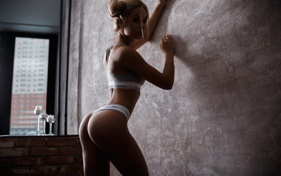 девушка в нижнем белье