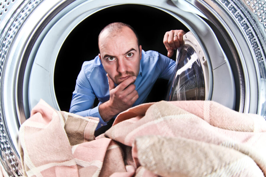 мужчина и стиральная машина