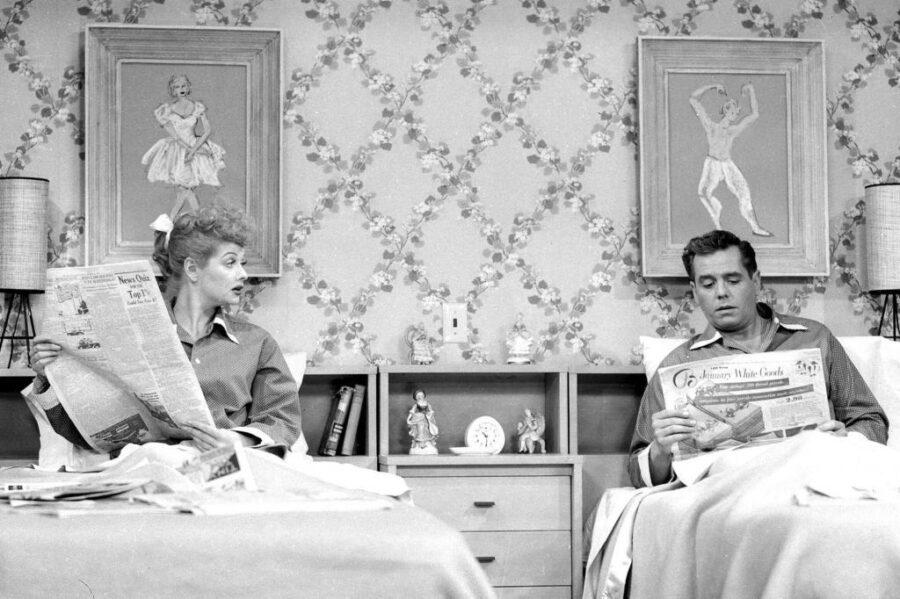 супруги спят на разных кроватях