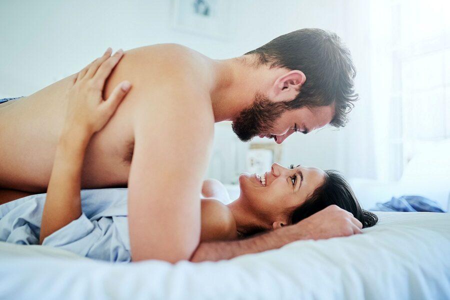 в постели с парнем