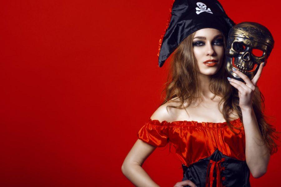 девушка пират