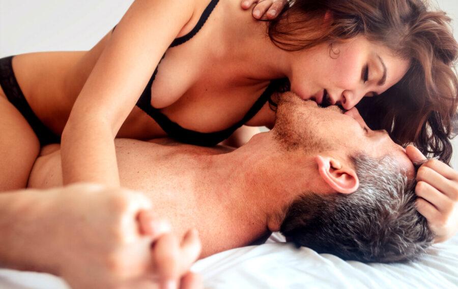 пара в постели 2