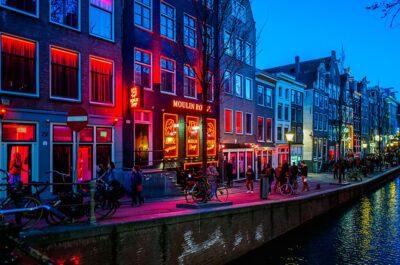 Секс-пособия или как голландские инвалиды получают деньги на проституток