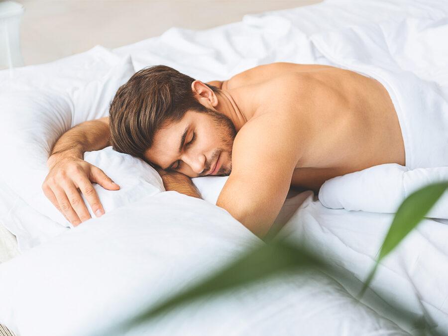 мужчина красиво спит