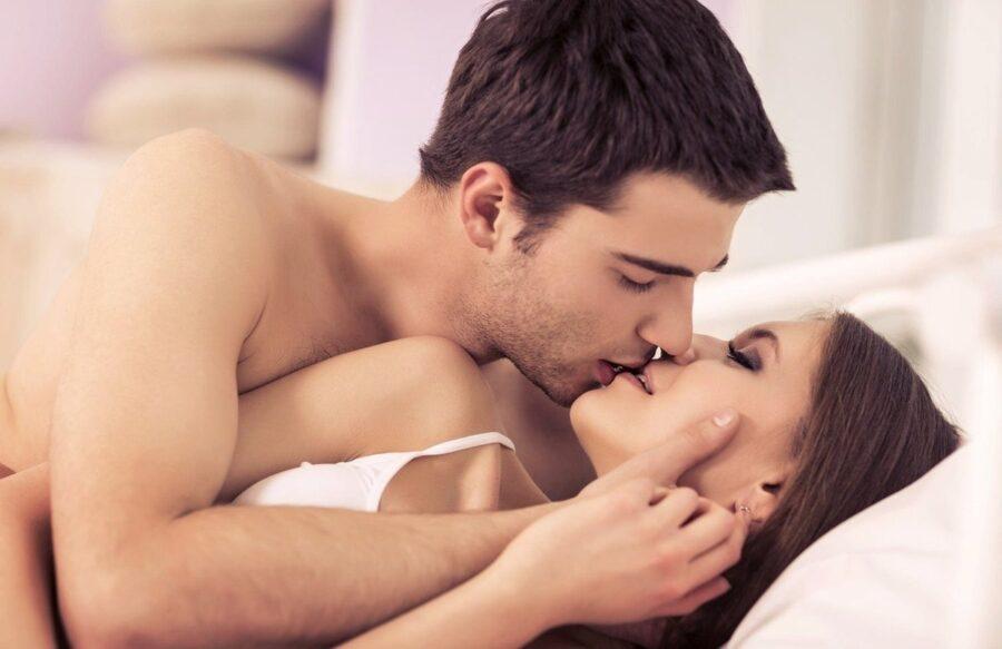 поцелуй пары