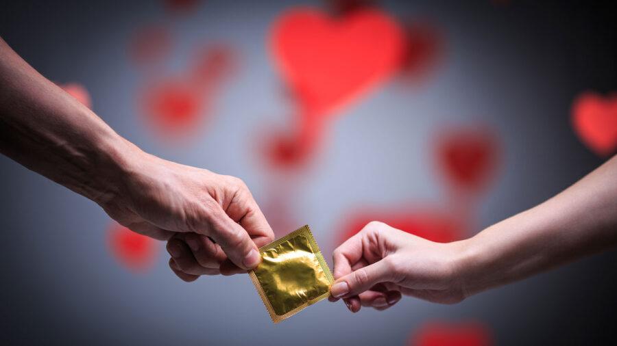 презерватив в золотой упаковке