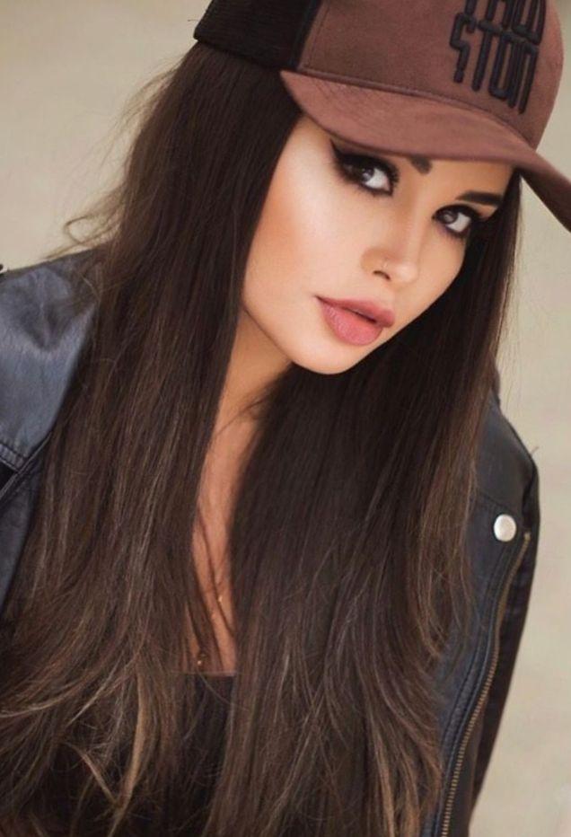 девушка в кепке
