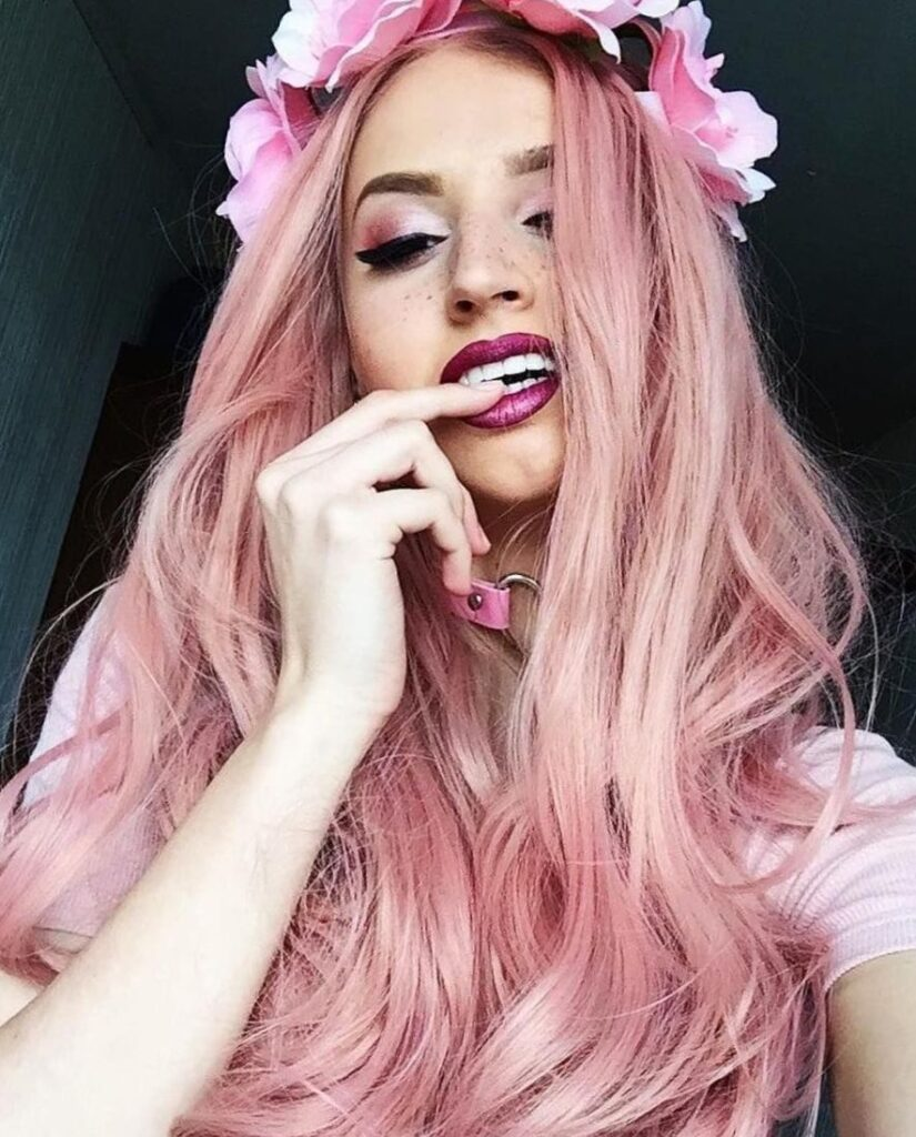Веб девушка модель розовые волосы работа для девушки водолея