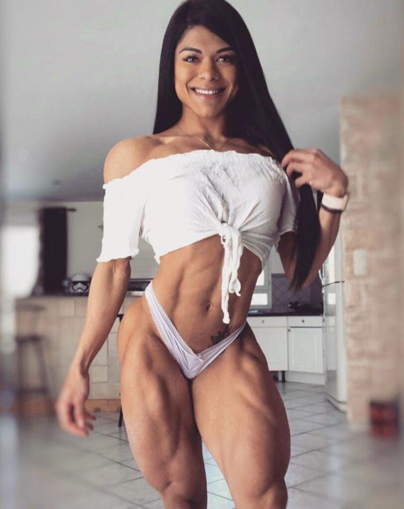 Джулиана Мота