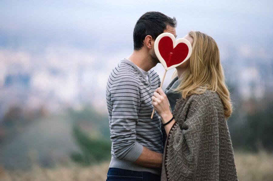 влюбленные на улице