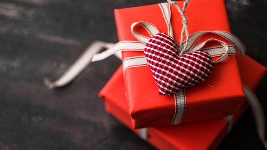 пачка подарков