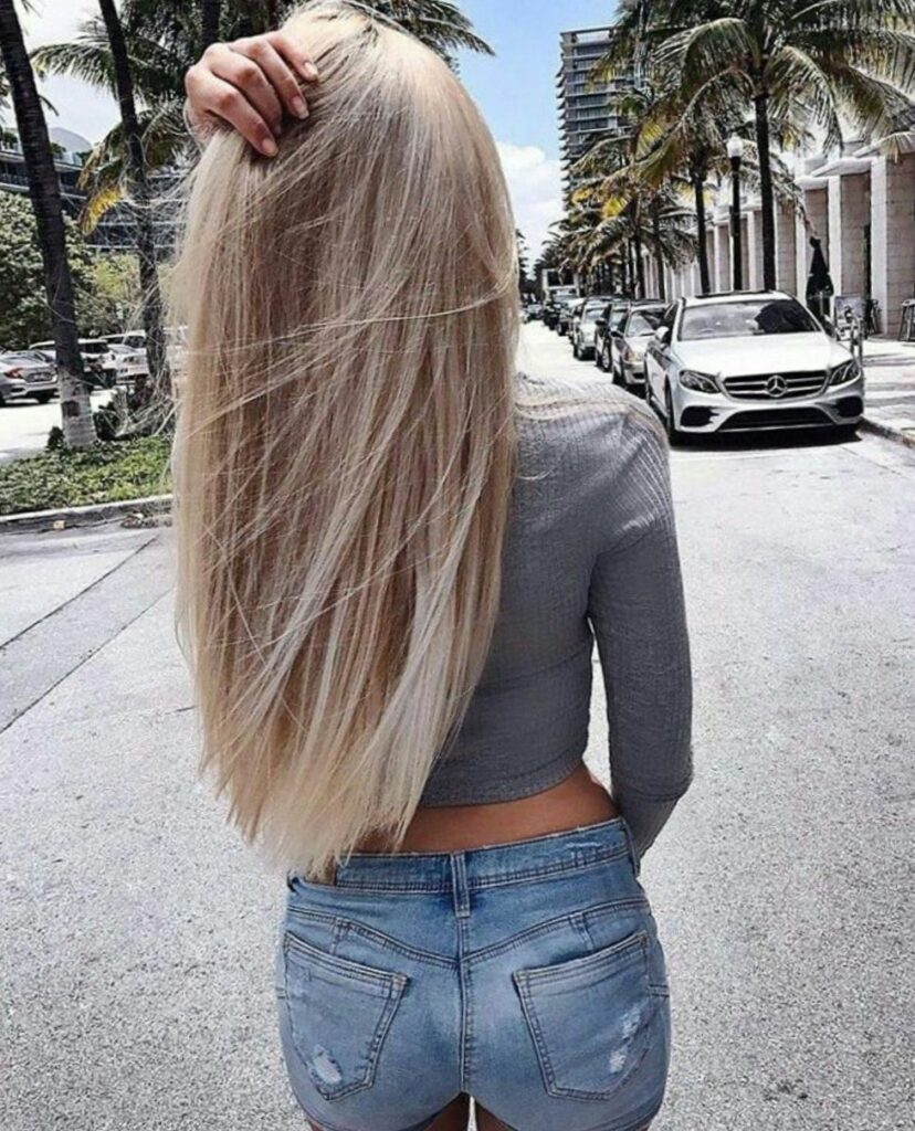 блондинка со спины
