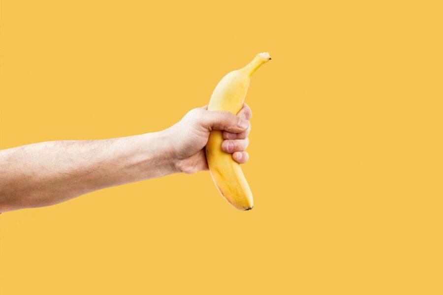 свой банан в руке