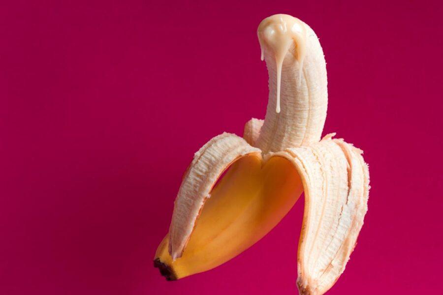 сливки стекают с банана